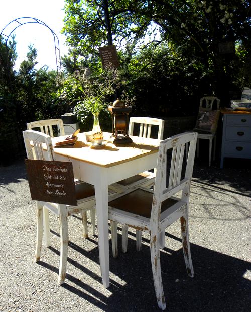 Arredamento provenzale tavoli giardino provenzali - Giardino provenzale ...